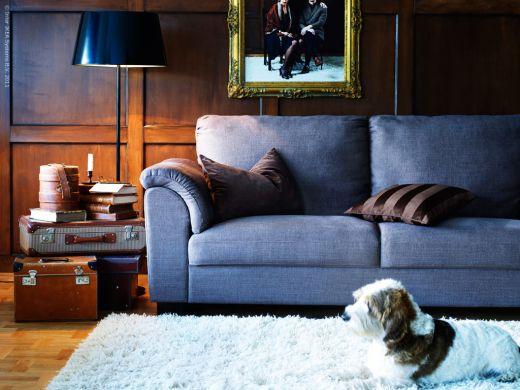 bellissimo il colore del divano ma un tavolino fatto da valigie..lo voglio!!