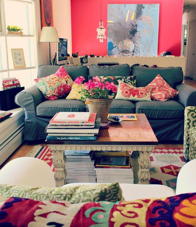 Un salotto allegro e colorato..
