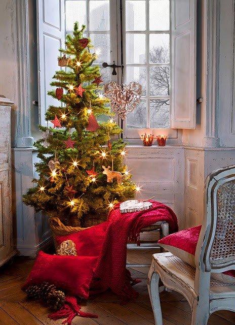 albero di Natale in clima shabby chic.