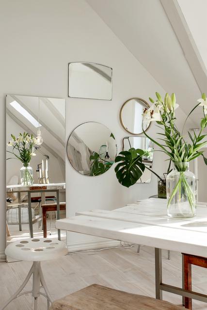 Gli specchi danno profondità a qualunque ambiente