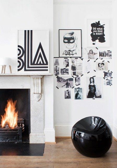 Un pouf di design e foto, immagini, ritagli di giornale..rigorosamente in bianco e nero, come anche il nastro adesivo. Niente è lasciato al caso.