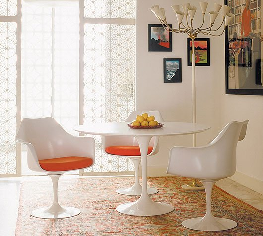 1) la Tulip armchair di Eero Saarinen