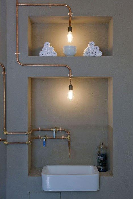le nicchie sono sempre affascinanti e i tubi che diventano lampada, dove se non in un bagno.