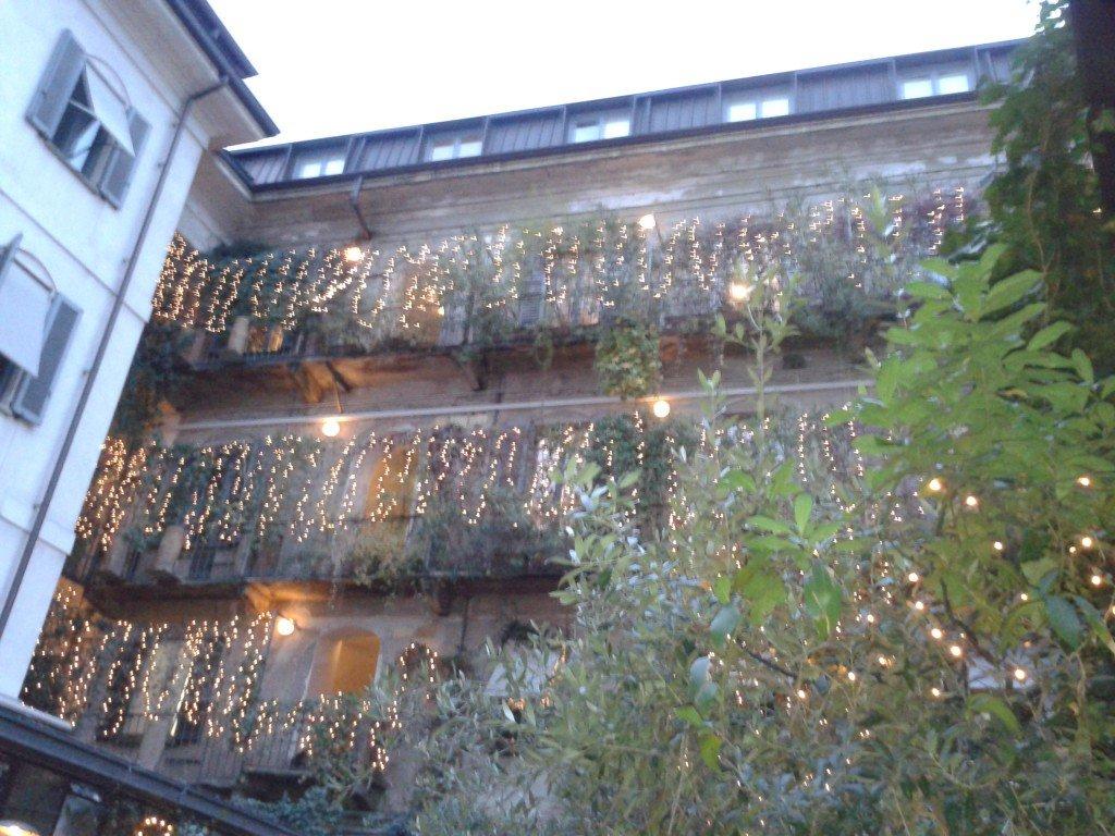 Decorazioni del cortile interno, 10CORSOCOMO.