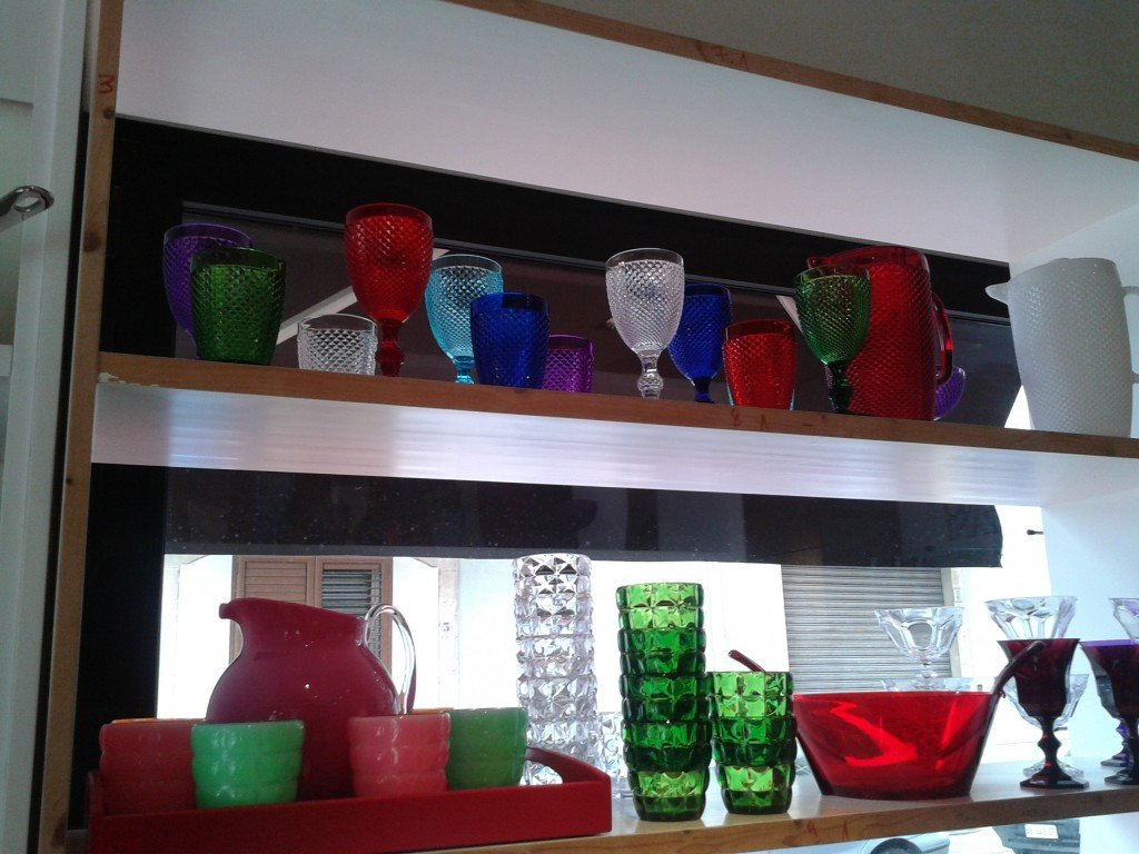 Oggetti per la tavola di Marioluca Giusti in policarbonato, lavabili in lavastoviglie.