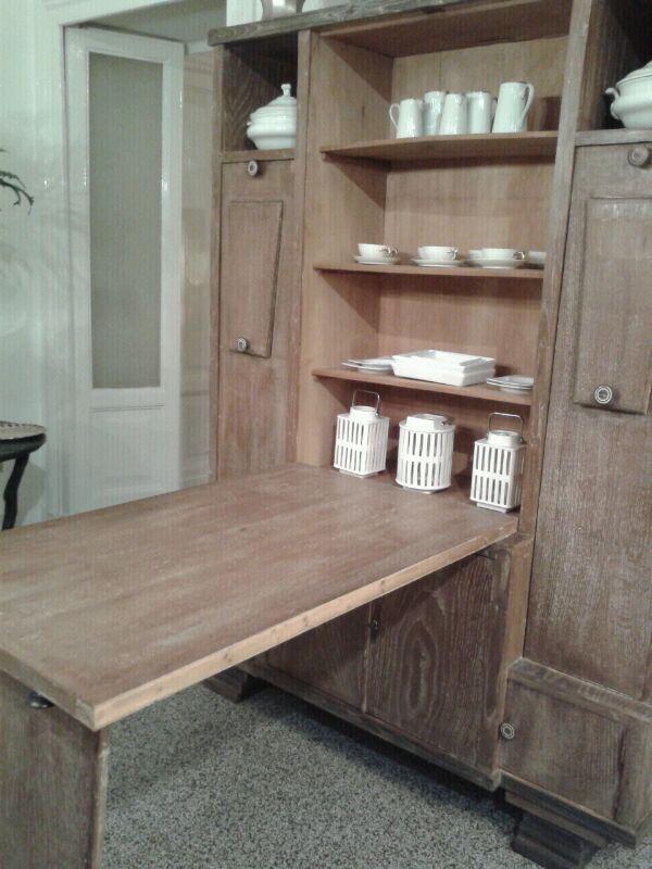 ..e aperto; un comodo tavolo per 2 che può ospitare anche 4 persone (è lungo 113cm). All'interno potete comunque conservare le porcellane e sfruttare le ante inferiori per riporci tovaglie e altro..