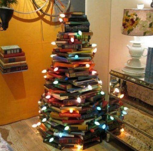 Albero di Natale fatto da libri colorati, è bellissimo!!!