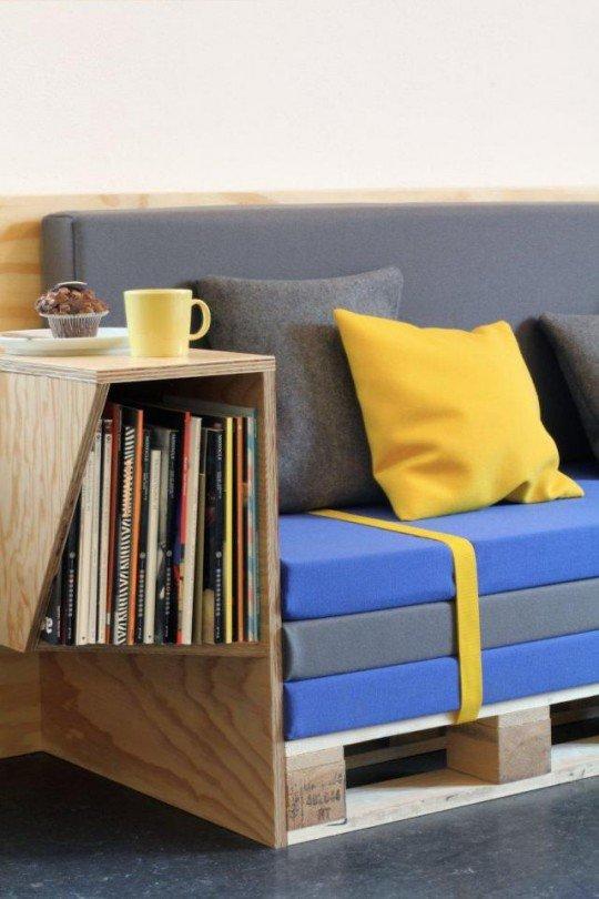 potete dipingere i pallets o far rivestire i materassini nei colori che più vi piacciono.   Da www.ideare-casa.com