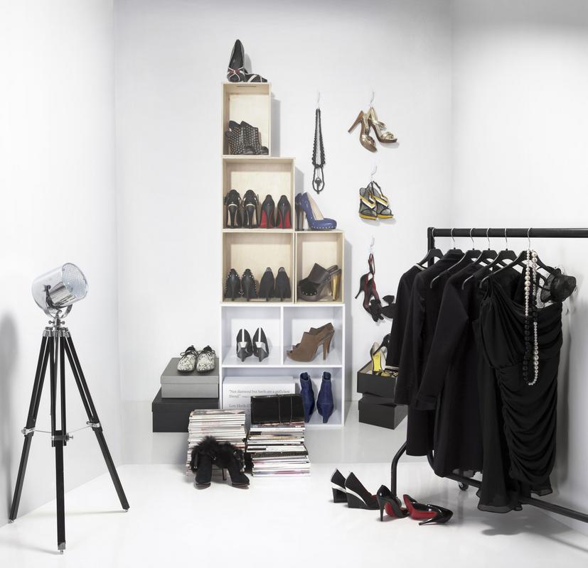 Non potendo avere le scarpe di Carrie Bradshaw..possiamo accontentarci di una carta da parati così nella cabina armadio..