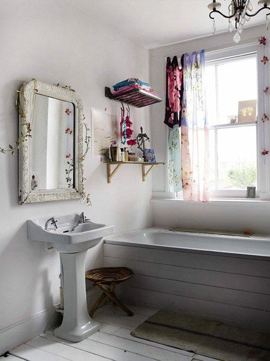 Il bagno: una stanza da non nascondere   a casa di ro