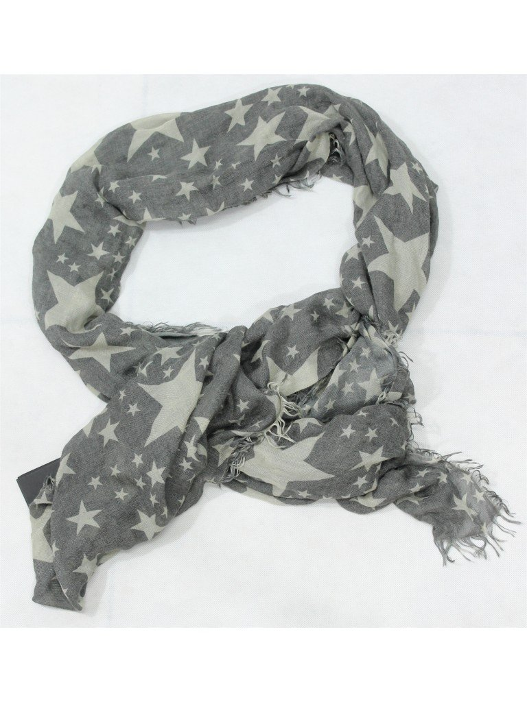 trovo questa sciarpa con le stelline adorabile e perfettamente in tema natalizio, la trovate su www.jakoboutique.it
