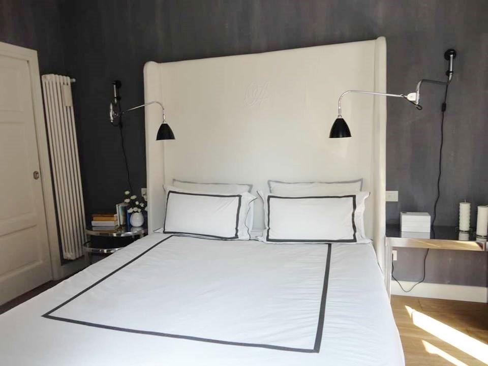 camera da letto bianca e nera - A Casa di Ro