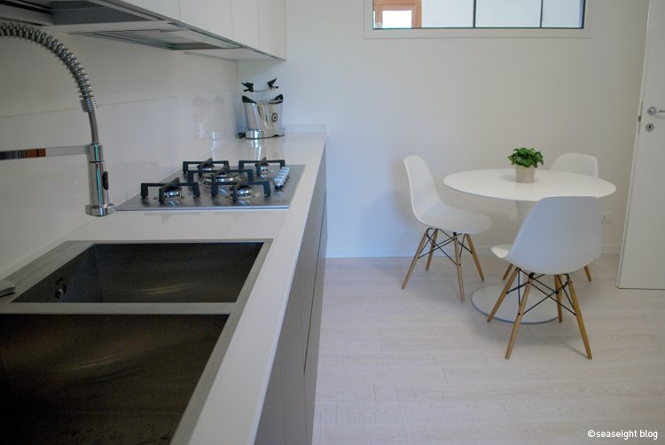 cucina bianca e grigia arredare cucina : Cucina Bianca Grigia: Cucina grigia e bianca pictures to pin on ...