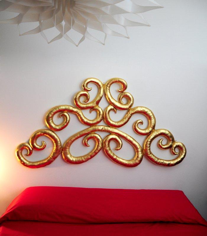 testata letto moderna dorata