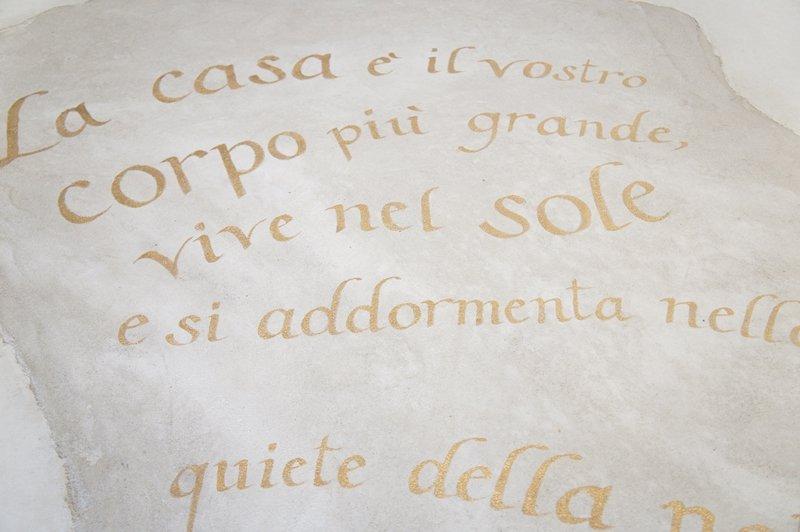 scritta su pavimento