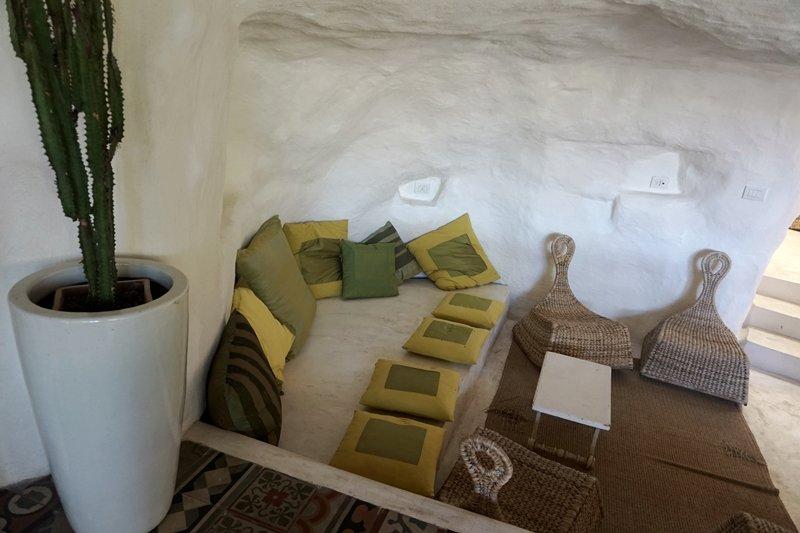 divano in pietra interno