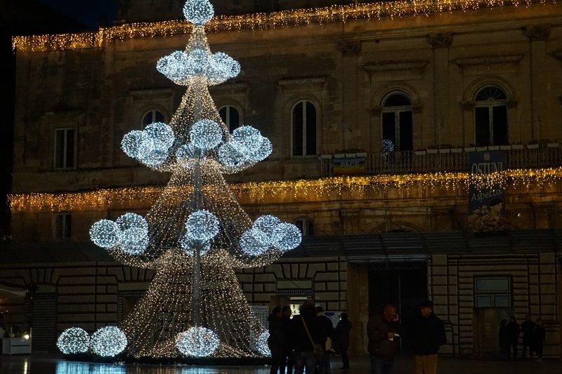 albero di Natale piazza paese