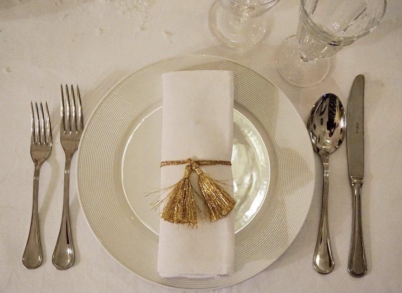 tavola capodanno elegante oro