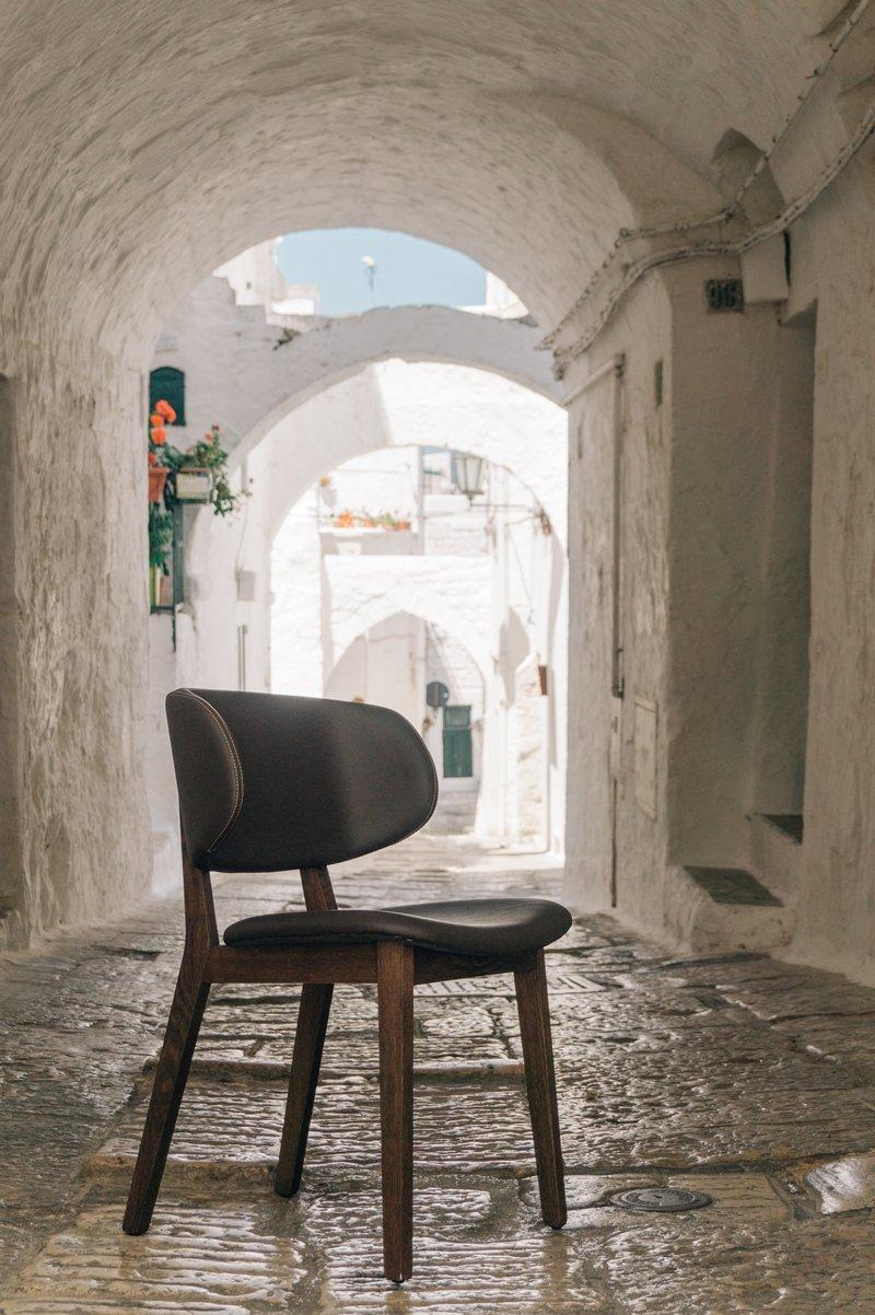 styleyourcity in vacanza con 2 sedie a casa di ro