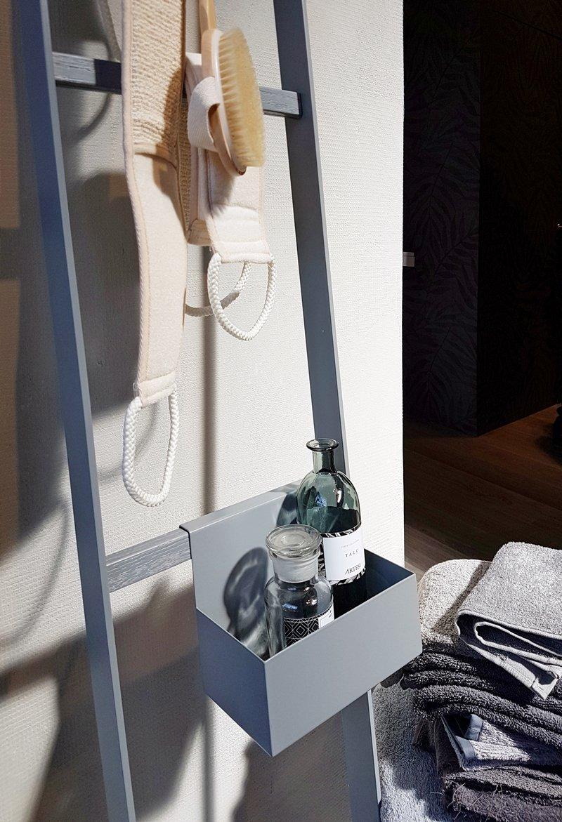 Arredo bagno novit dall 39 ultimo cersaie a casa di ro - Scaletta porta asciugamani bagno ...