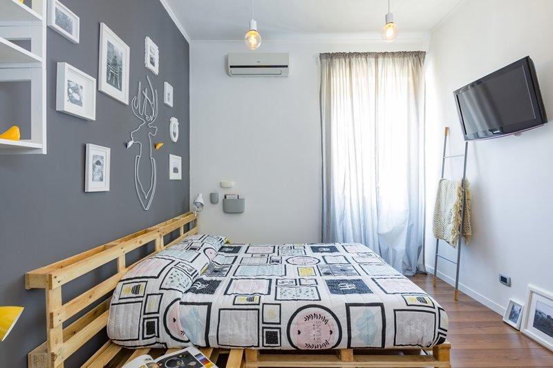 Camera da letto grigio a casa di ro - Camera da letto grigio ...