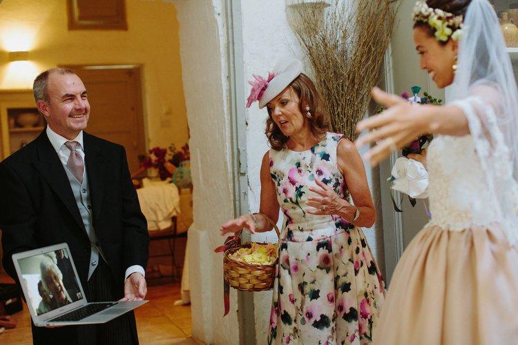 abito da sposa rosa