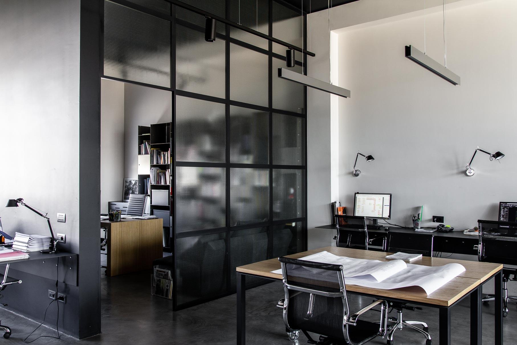 Parete Ferro E Vetro tour del nuovo ufficio: cemento, ferro e vetro armato - a