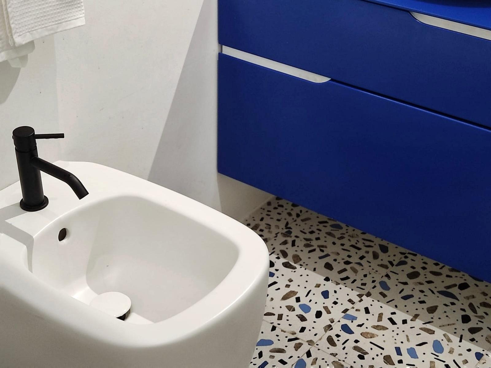 pavimento mini bagno